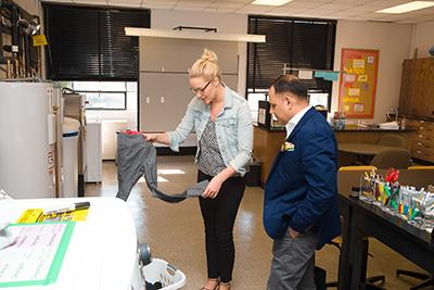 Mr. Jain spoke with graduate student Katie Hahnel about the projects the students are working on in the lab.