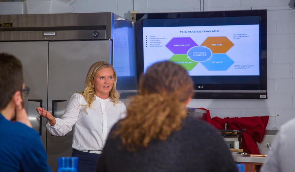 Students Pitch Restaurant Ideas and Cook for Potential Investors in Mock Contest