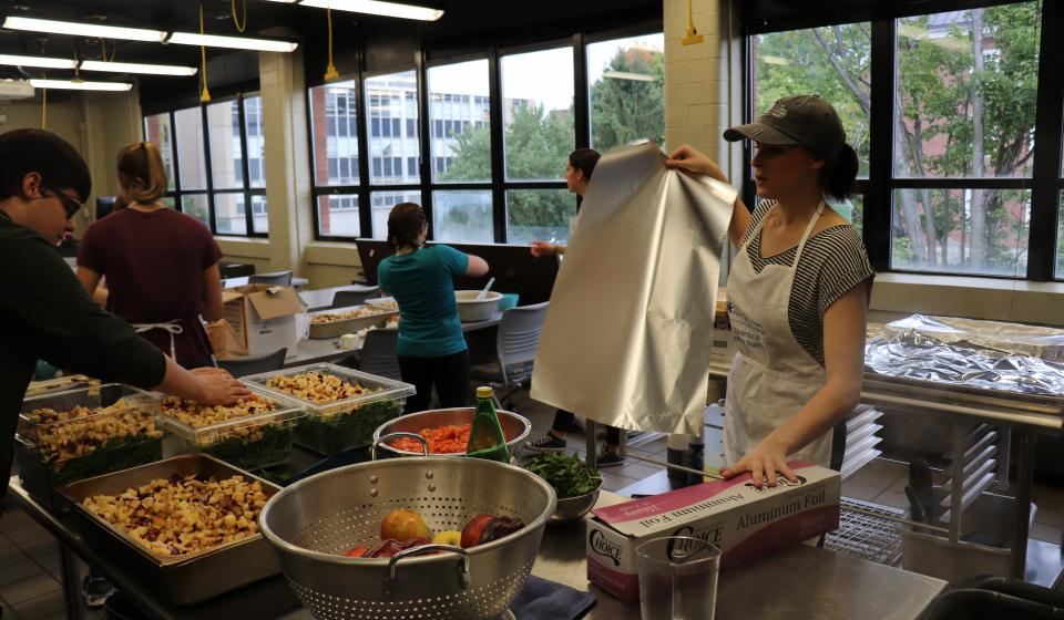 Students Fuel The Campus Kitchen at the University of Kentucky